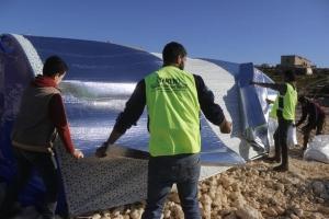 İdlib'ten göç eden aileler için çadırlarımız kuruluyor...