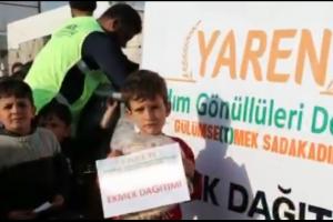 Suriye'de Sınır Kamplarında Ekmek Dağıtımlarımız Devam Etmektedir.