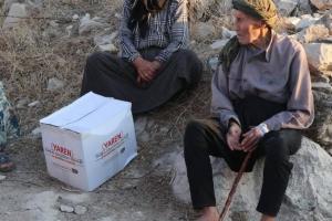 Suriyedeki sınır kamplarında gıda kolilerimiz dağıtılmaya devam ediyor