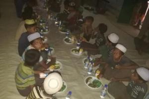 Arakan Kamplarında İftar Sevinç Olmaya Devam Ediyoruz
