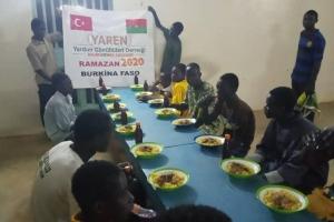 Burkina Faso'da İftar Sofraları Kurulmaya Devam Ediyor.
