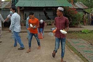Bangladeş'te İftar Sofralarımız Kurulmaya Devam Ediyor.