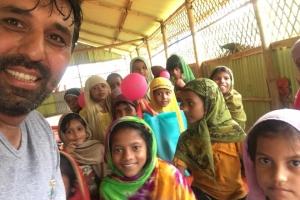 Nijer'de Süt Keçisi, Arakan Kamplarında Çocuklara Bayramlık Dağıtımı Gerçekleştirdik