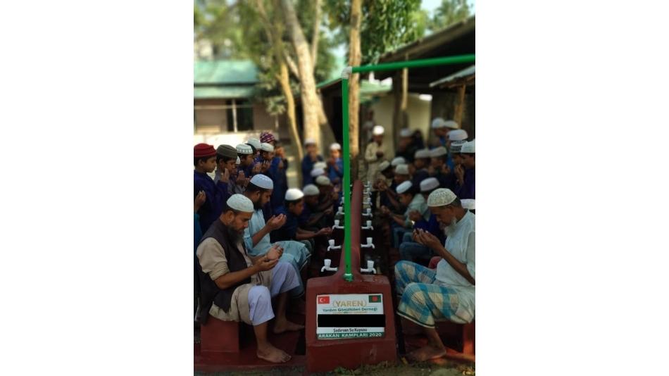 BANGLADEŞ'te şadırvan ve su kuyuları açılmaya devam ediyor.