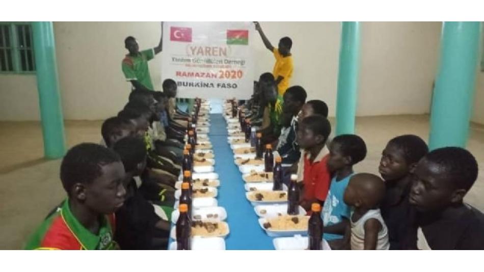 Afrika'da iftar sofralarımız kurulmaya başladı.